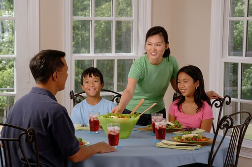 family-eating-at-the-table-619142__340.jpg